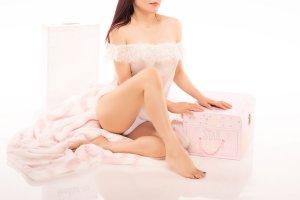 Model Peach